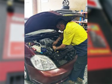 car-mechanic-in-guildford
